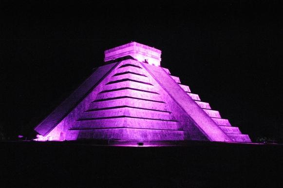 Chichén Itzá de noche
